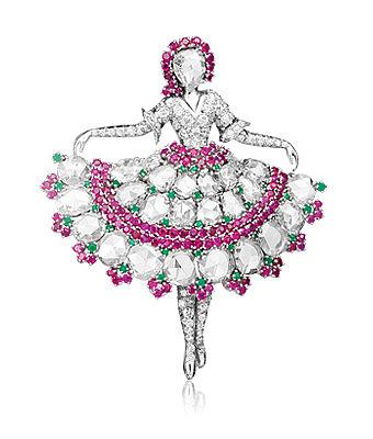Брошь с балериной