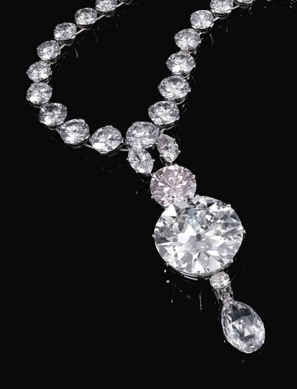 lot-586-important-light-pink-diamond-and-diamond-necklace