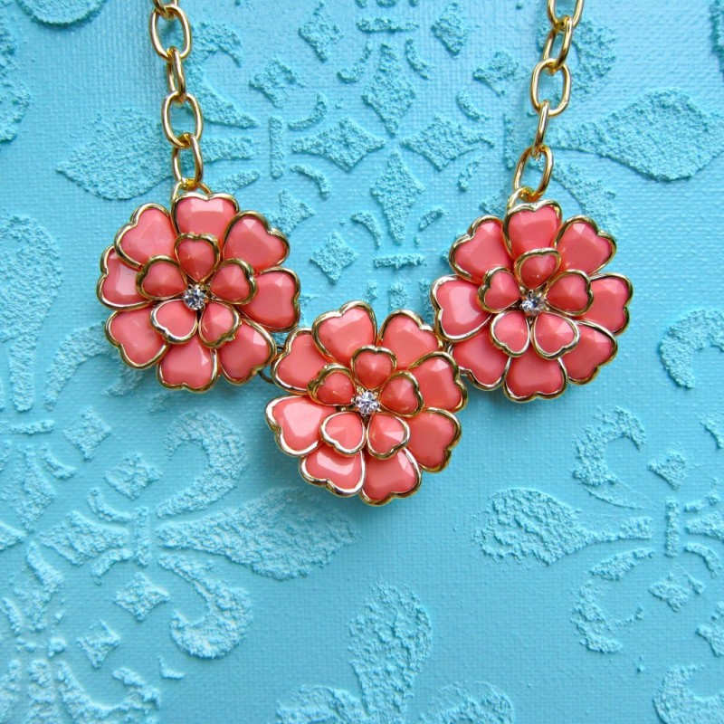 coral-flower-necklace-1024×1024