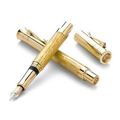 Ручка Graf von Faber-Castell из дерева и 18-каратного золота с 58 бриллиантами общим весом 4,6 карата и бразильскими цитринами.