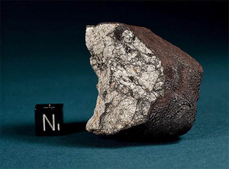 Кусок метеорита весом 112,2 грамма, один из многих найденных на территории Челябинска.