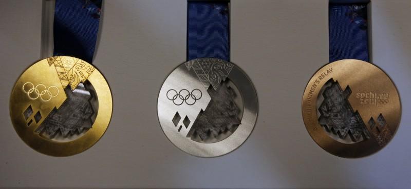 Золотая, серебряная и бронзовая медали, изготовленные для Зимней Олимпиады в Сочи 2014 года.