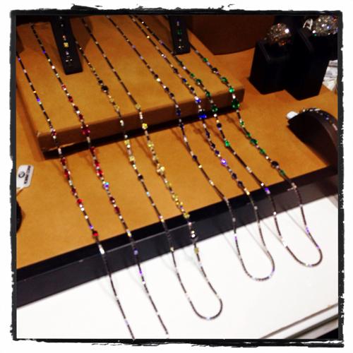 «Пунктирные» ожерелья