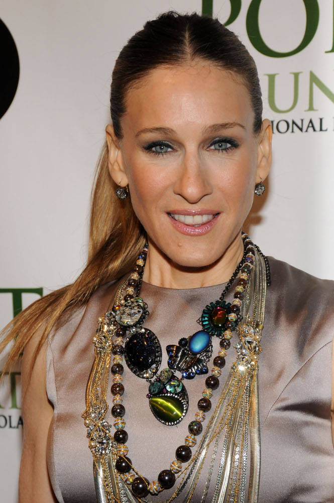 sarah-jessica-parker-layered-necklaces