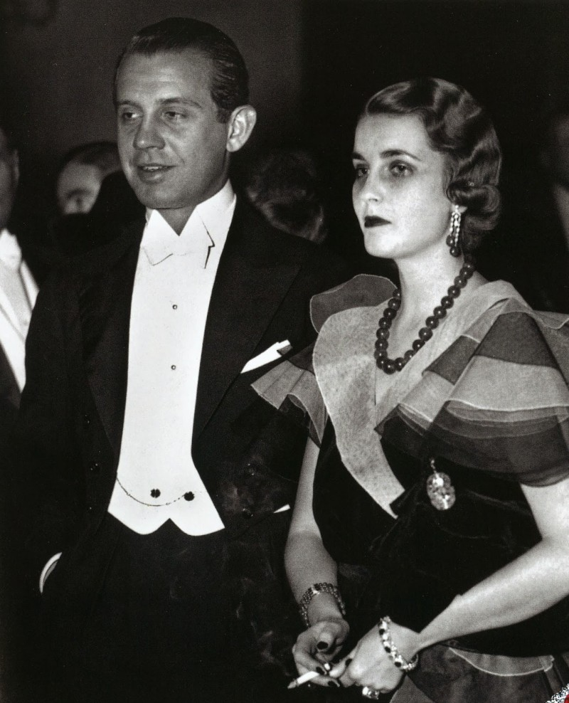 2.barbara_hutton__alexis_mdivani_at_the_metropolitan_opera_new_york_1933