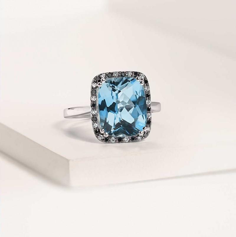 Кольцо с голубым топазом и бриллиантами из белого золота, $850