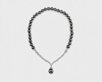 Колье из коллекции Thorn Couture: 18-каратное золото с жемчугом и бриллиантами; Stephen Webster