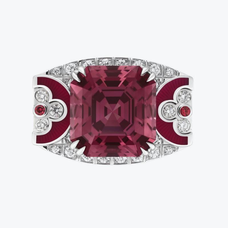 Кольцо Louis Vuitton с роскошной красной шпинелью из Танзании.