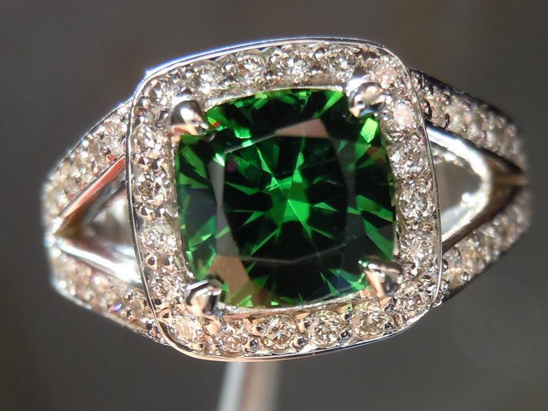 Кольцо с зеленым турмалином.
