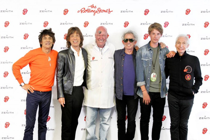 Rolling Stones вместе с главой часового и ювелирного подразделенияLVMHЖан-Клодом Бивером и его сыном.