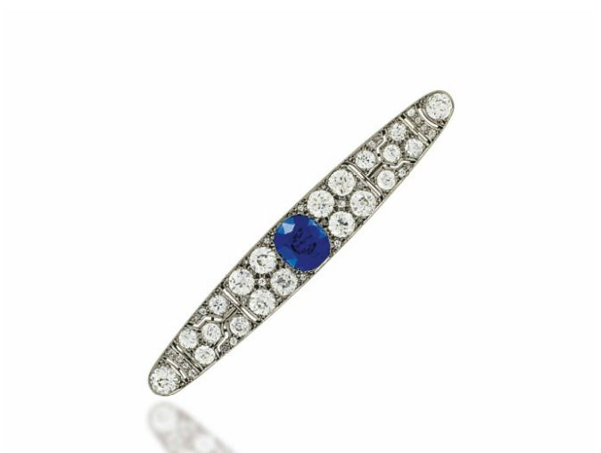 4_SAPPHIRE AND DIAMOND BAR BROOCH