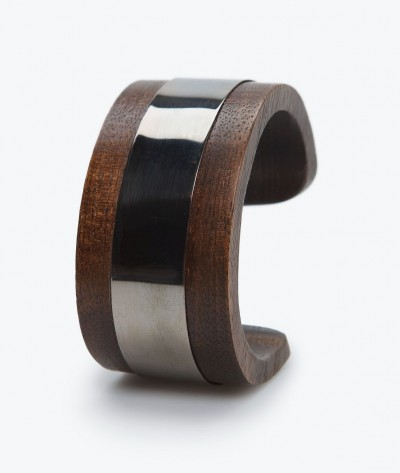 Деревянный браслет от MANGO.