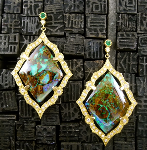 Серьги из 18-каратного золота с опаламми Yowah и бриллиантами от Suneera, 16500
