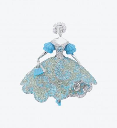 Брошь из белого золота Dress Time с бриллиантами, бирюзой, турмалинами параиба и зелеными гранатами.