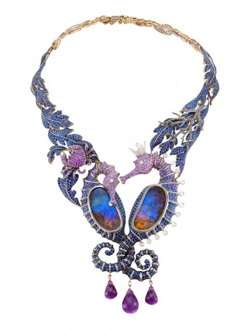 Колье Under the Sea из коллекции Deep Sea с опалами, сапфирами, аметистами и бриллиантами.