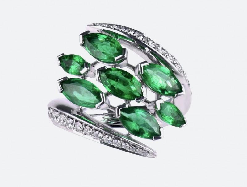 Кольцо с изумрудами и бриллиантами из коллекции Aerial