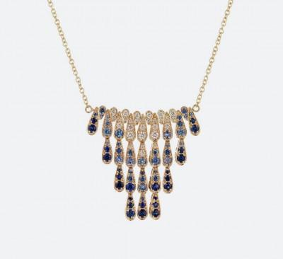 Золотое колье из коллекции Harlequin с темно-синими и светло-синими сапфирами и бриллиантами.