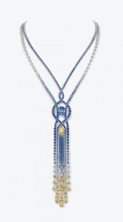 Колье Chaumet из коллекции Lumieres d'Eau high jewellery из белого и желтого золота с центральными камнями — сапфиром и желтым бриллиантом, в окружении из сапфиров и бриллиантов меньших размеров