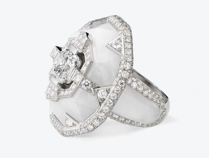 Платиновое кольцо от Chaumet с бриллиантами в оправе из горного хрусталя
