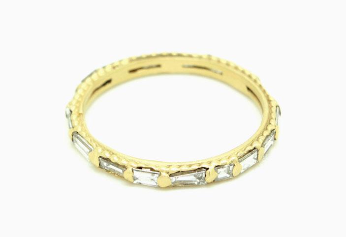 Кольцо из 18-каратного желтого золота с бриллиантами общим весом приблизительно 1 карат; 3800 долларов