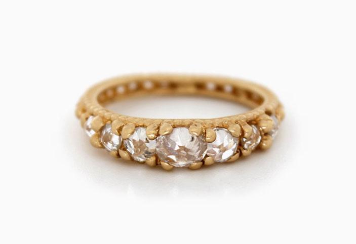 Кольцо из красного золота с бриллиантами общим весом 1,7 карата с обратной установкой; 9200 долларов