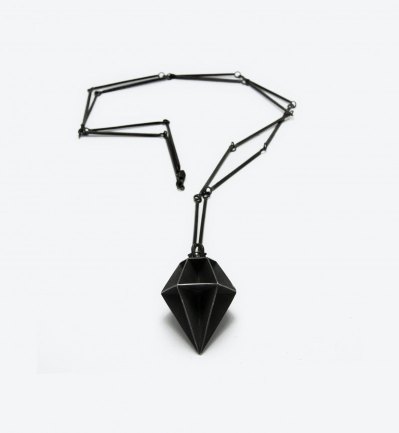 Колье из окисленного серебра от Эрики Бейо