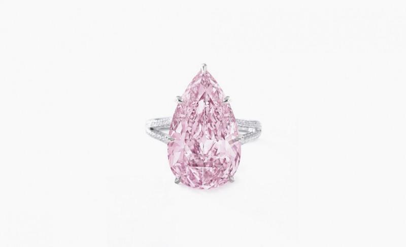 Кольцо с розовым бриллиантом в 8,41 карата, проданное на аукционе Sotheby's за 17,8 миллиона доларов