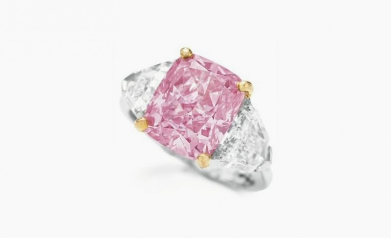 Кольцо с ярко-розовым бриллиантом весом 5 карат— рекордсмен 2009 года