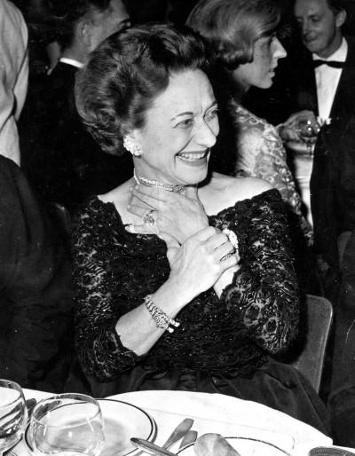 Герцогиня Виндзорская в браслете от Cartier; 1959 год