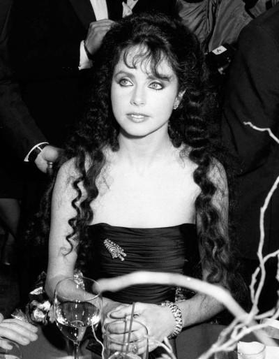 Сара Брайтман в «тиграх» от Cartier на открытии вечера в честь «Призрака Оперы»; 1988 год