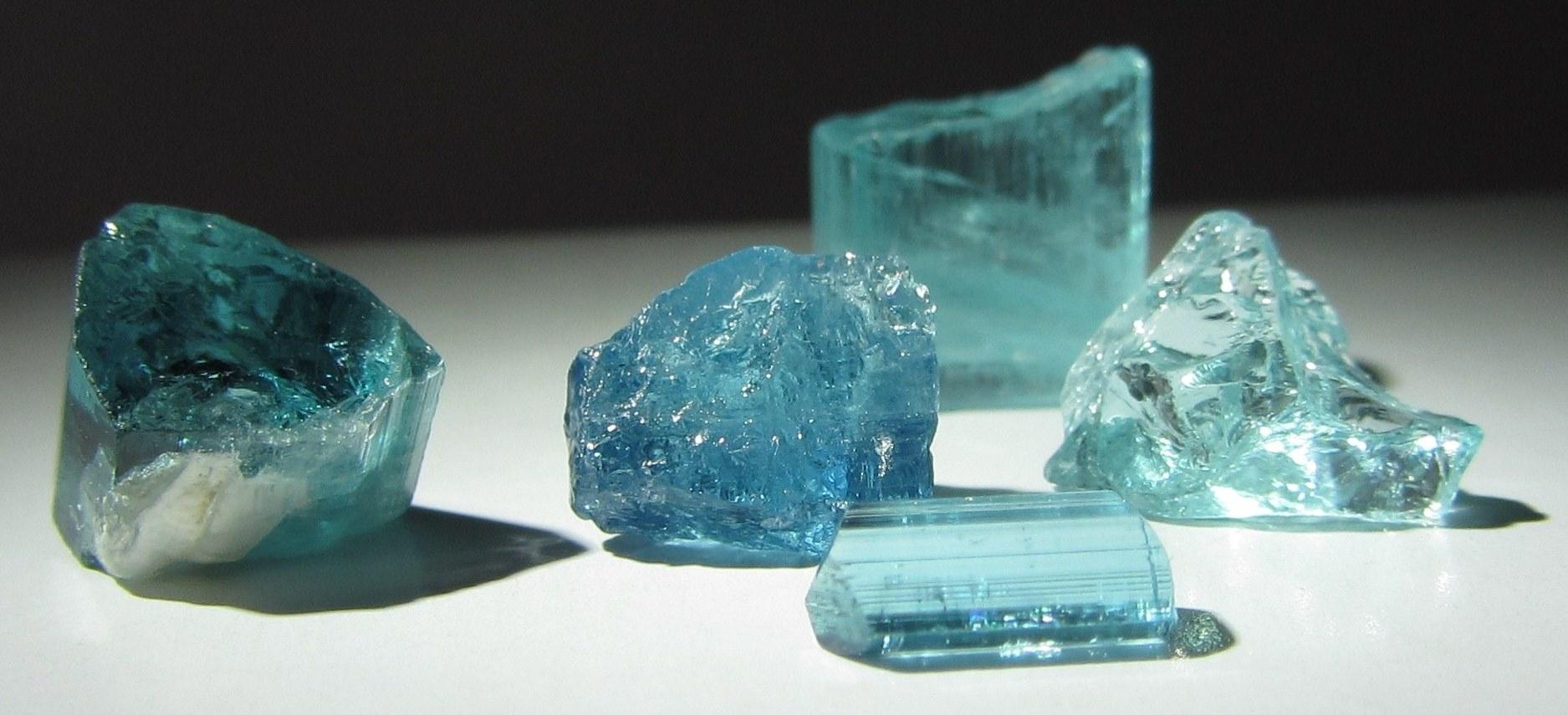 Турмалин параиба — все о камне, фото, свойства, месторождения ...