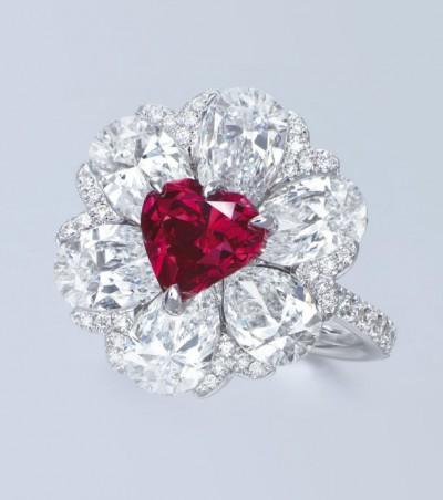 Кольцо с красным бриллиантом от Moussaieff