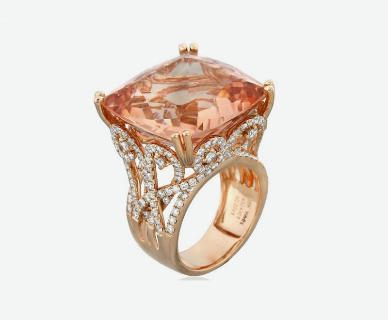 Кольцо из розового золота с бриллиантами и большим морганитом от Yael Designs