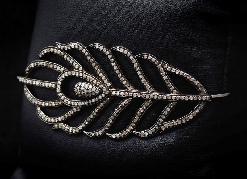 Браслет в форме пера от Лайлы Сингх