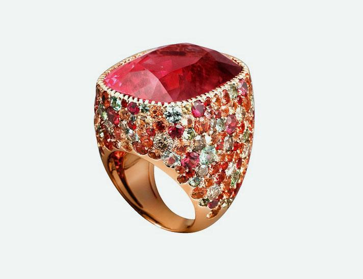 Золотое коктейльное кольцо с розовым турмалином