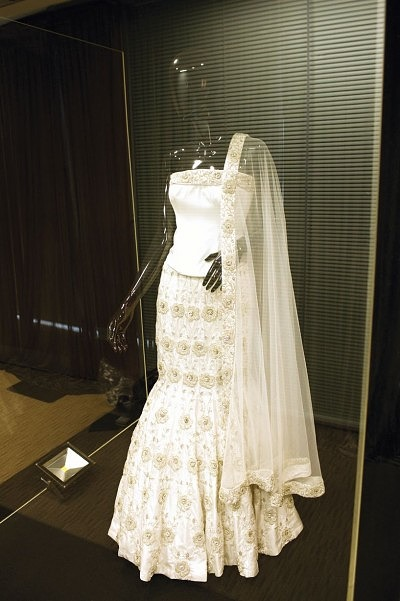 1_uk-most-expensive-wedding-dress-3
