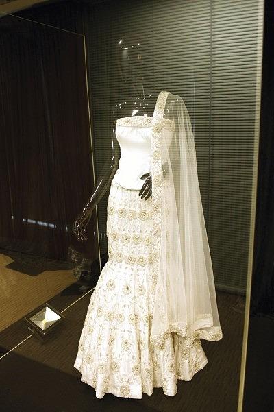 1_uk-most-expensive-wedding-dress-3