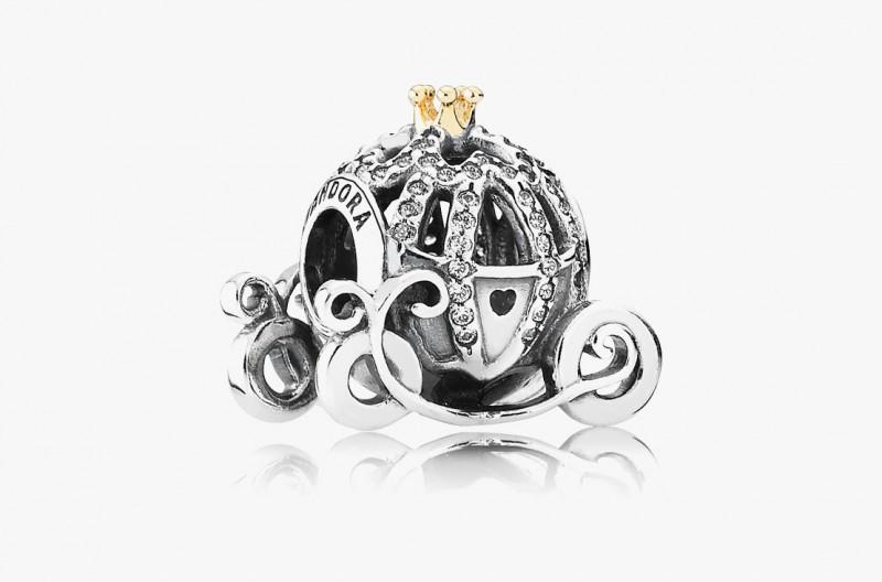Серебряный шарм Pandora в виде кареты Золушки, украшенный позолоченной короной и фианитами