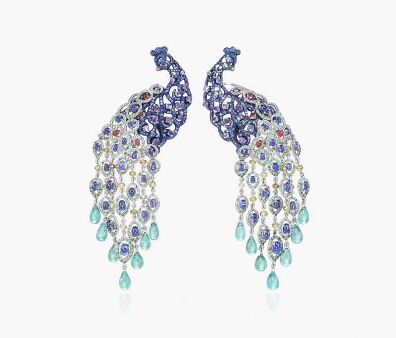Серьги в виде роскошных павлинов с сапфирами, тсаворитами, турмалинами, аметистами и бриллиантами от Chopard.