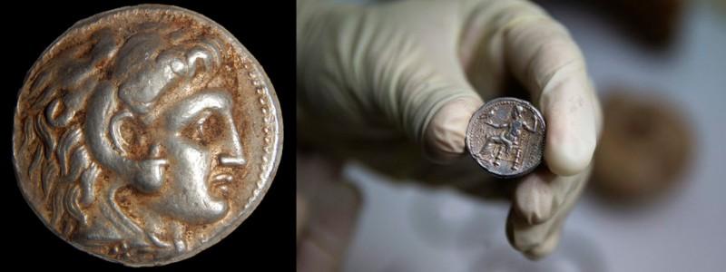 Серебряная монета с профилем Александра Македонского и Зевсом.