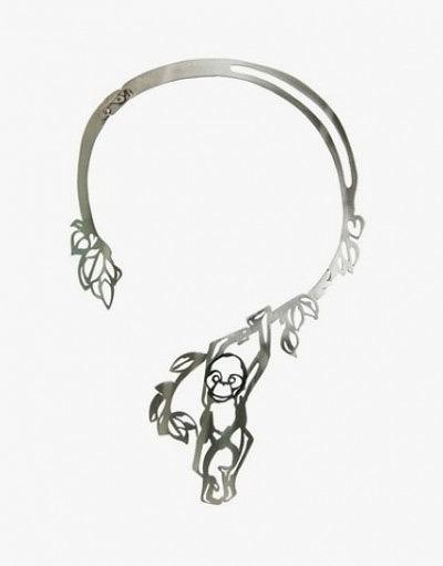 Серебряное колье с орангутангом, сделанное Harriet Bedford