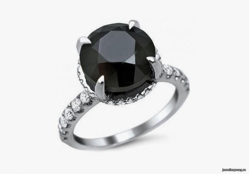 Кольцо Керри Брэдшоу с черным бриллиантом