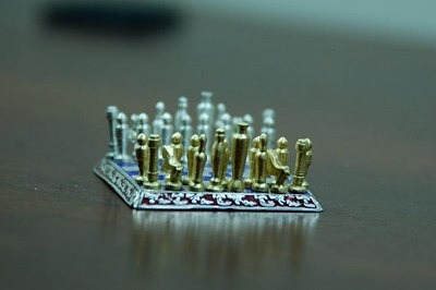 Sal-Knight-Gold-and-Silver-Chess-Set-5-e1416066805798