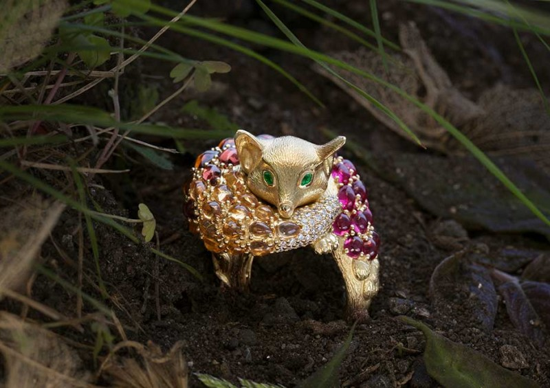 Кольцо Sleeping Fox из золота с драгоценными камнями