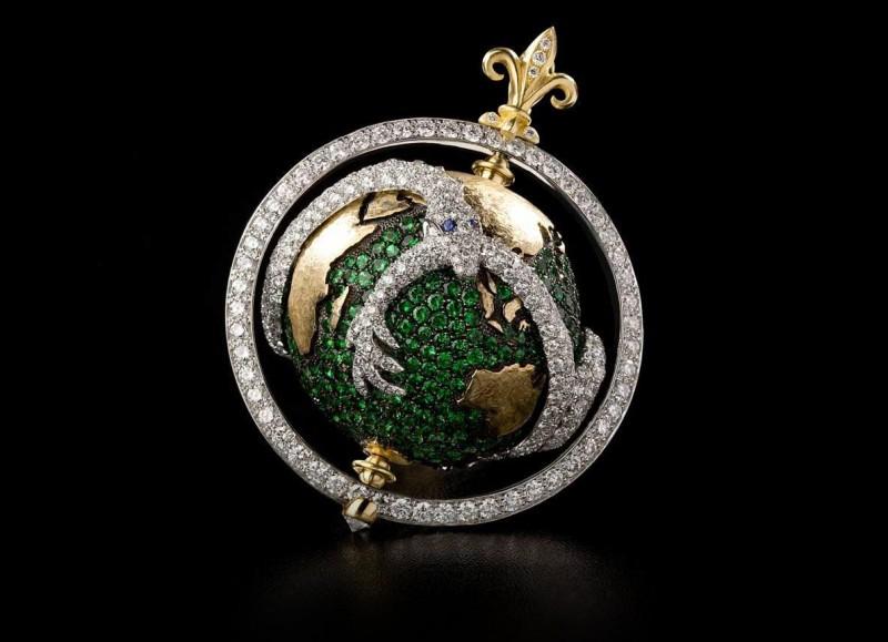 Подвеска-глобус с драконом от Лив Баллард из золота с тсаворитами