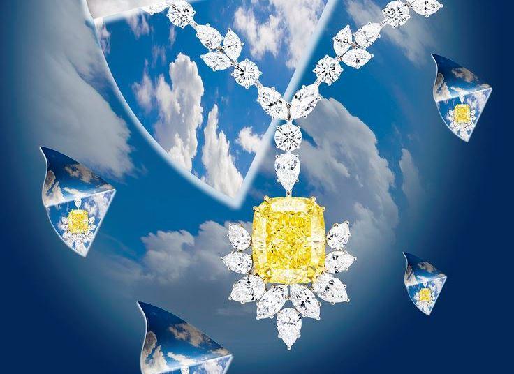 Фото из книги Dream of Diamonds. Ожерелье Chatila из 18-каратного белого золота с 54,29-каратным жёлтым бриллиантом и бесцветными бриллиантами общим весом 67,1 карата