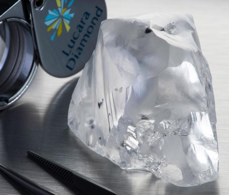 Фото алмаза весом 342 карата найденного в Ботсване