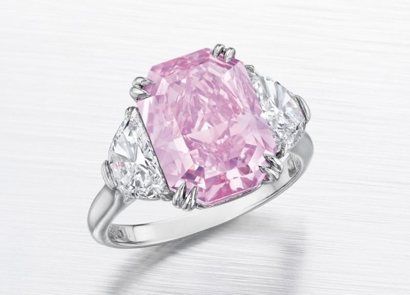 Кольцо с розовым бриллиантом в 5,29 карата, проданное за 5,756 миллиона долларов
