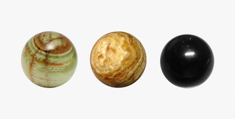Фото шаровидных обтесаных камней ониска