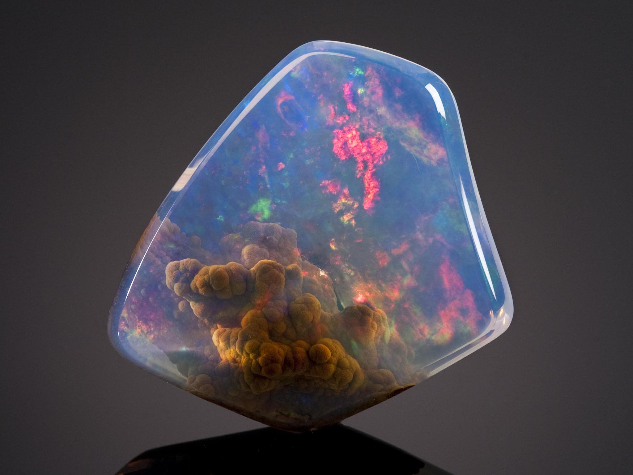 камень опал голубой фото